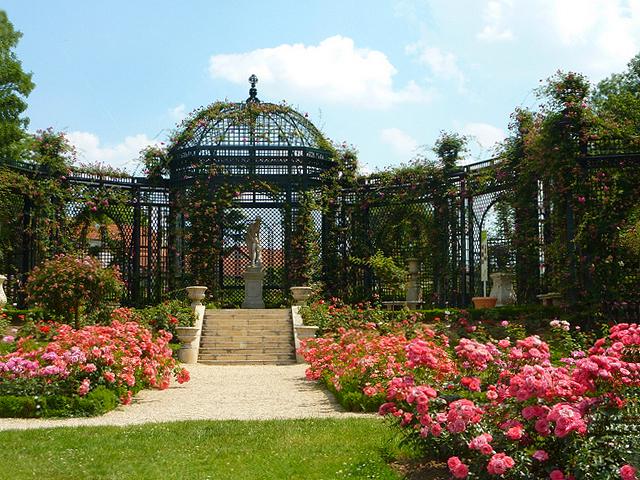 Kiosque la roseraie de l 39 hay les roses for Garage renault l hay les roses